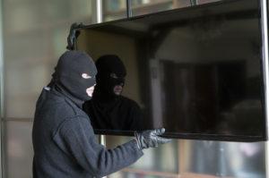 В Запорожской области грабитель проник ночью в жилой дом