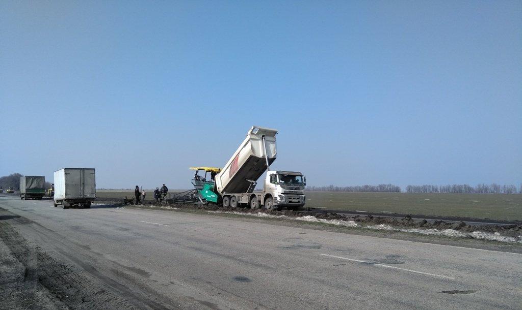 В Запорожской области турецкая компания продолжает ремонт трассы на Днепр - ФОТО