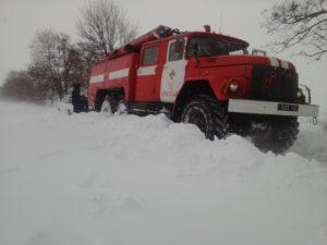 За последние сутки запорожские спасатели освободили из снежного плена 44 человека