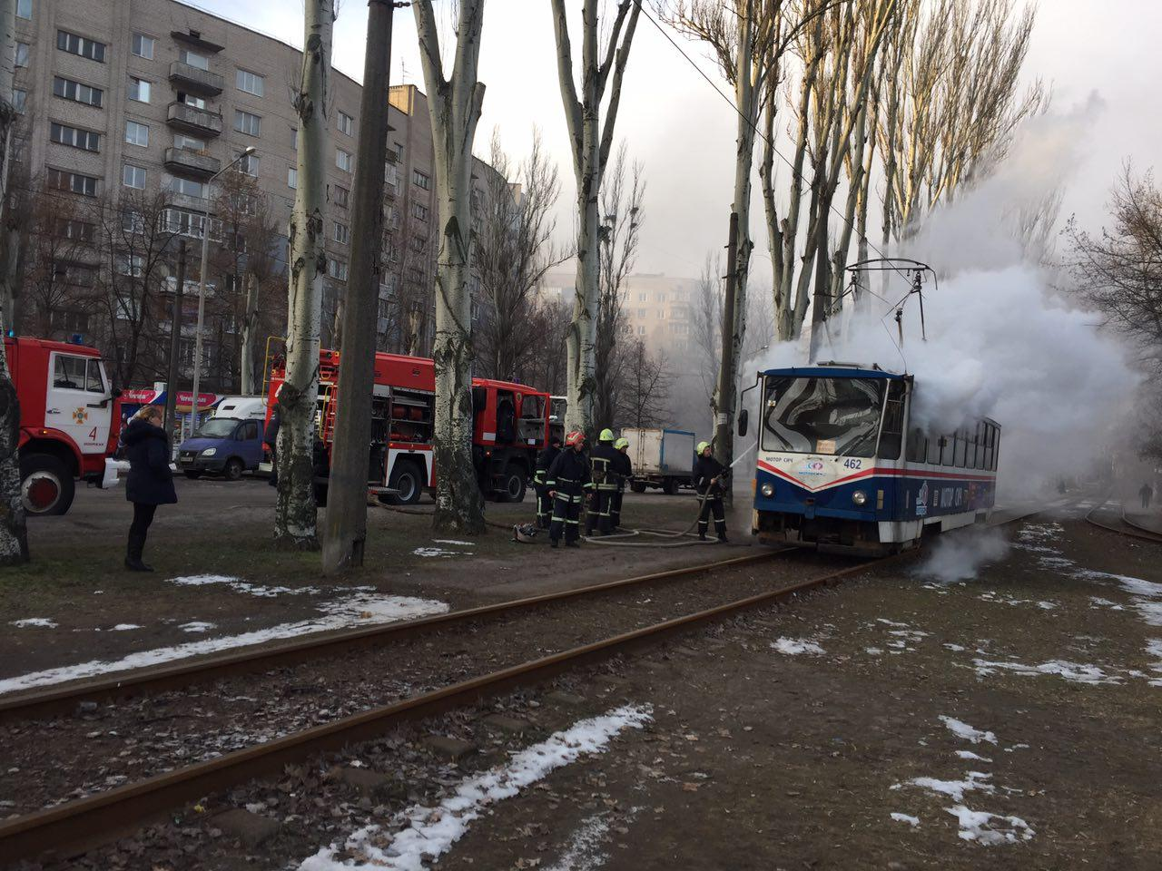 В Запорожье загорелся трамвай с пассажирами - ФОТО, ВИДЕО