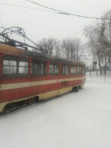 В Запорожье трамвай сошел с рельс и врезался в электроопору - ФОТО