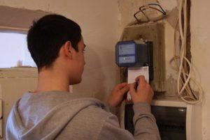 В «Запорожьеоблэнерго» решили бороться со злостными похитителями электричества через «месячник отказа от хищения»
