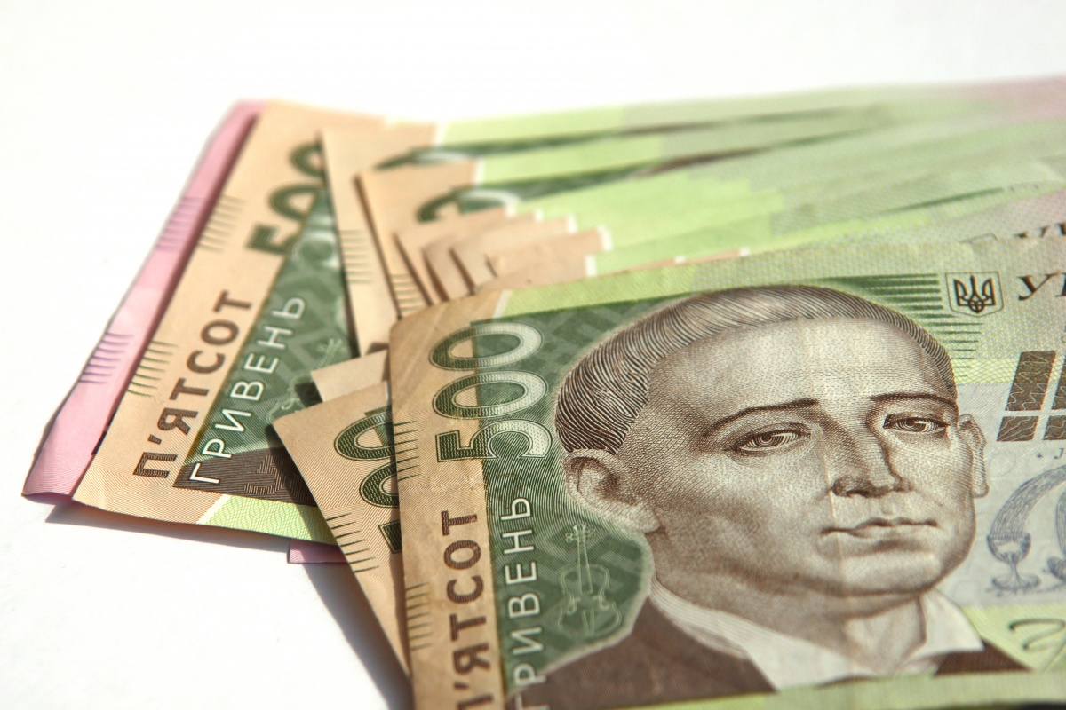 В Запорожье мужчина систематически расплачивался на рынке сувенирными купюрами - ФОТО