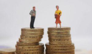 Запорожская область вошла топ регионов, где зарплата мужчин значительно превышает зарплату женщин