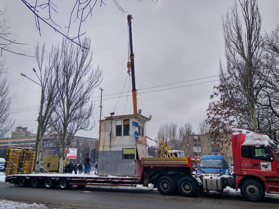 В центре Запорожья коммерсант незаконно прихватил землю и устроил там стоянку - ФОТО
