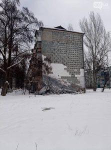 Все пропало: в Запорожье в результате погодных условий многоэтажка лишилась наружного утепления - ФОТО