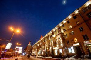 В центре Запорожья на один вечер зажгли подсветку на фасаде жилого дома — ФОТО