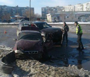 В Запорожье столкнулись два авто: есть пострадавшие - ФОТО