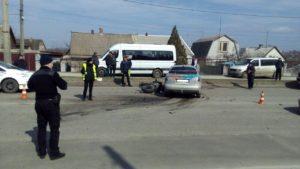 В Запорожье мотоцикл врезался в легковушку: пострадавший в тяжелом состоянии в больнице - ФОТО