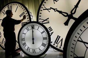 На выходных запорожцы переведут стрелки часов