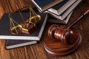 Завкафедрой одного из запорожских университетов оказалась на скамье подсудимых за взятку