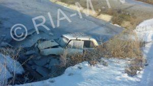 В Запорожской области водитель утопил свой автомобиль в ледяной реке - ФОТО