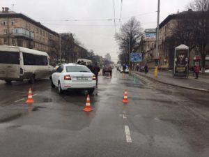 В Запорожье на проспекте столкнулись два авто: полиция ищет свидетелей ДТП — ФОТО