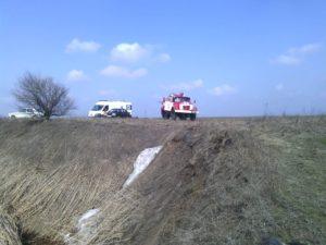 В Запорожской области легковушка слетела в четырехметровый ров - ФОТО