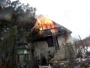 В Запорожской области горел двухэтажный дачный дом - ФОТО