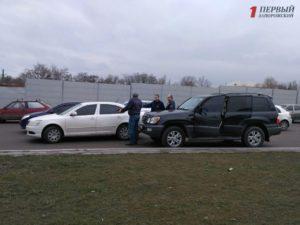 В Запорожье на Хортице столкнулись две иномарки - ФОТО