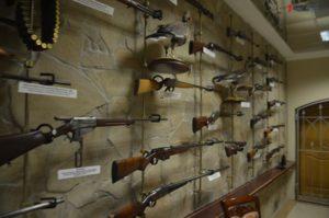 Ружье Брежнева, перстень-револьвер и стреляющая трость: в запорожском музее техники представлена уникальная коллекция оружия - ФОТО