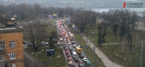 На плотине ДнепроГЭСа образовалась огромная пробка - ФОТО
