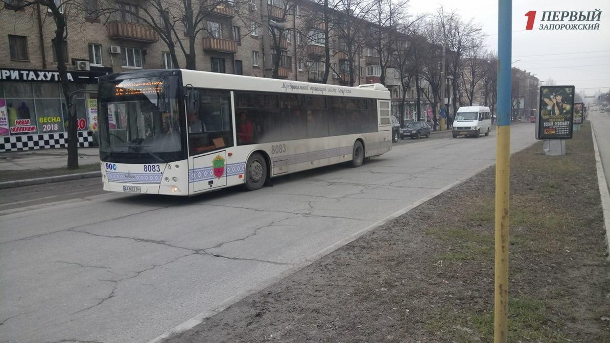 В Запорожье возобновили движение по центральному проспекту - ФОТО