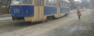 В Запорожье на ходу задымился трамвай с пассажирами - ФОТО