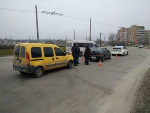 В Южном микрорайоне Запорожья столкнулись две легковушки - ФОТО