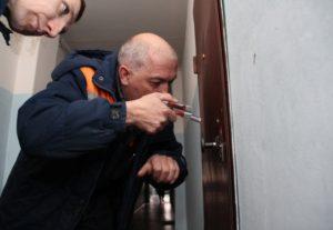В спальном районе Запорожья в запертой квартире обнаружили труп женщины