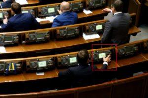 Снова в топах: в новом году запорожский нардеп не может бросить пагубную привычку «кнопкодавить»