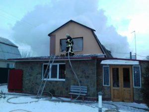 Под Запорожьем горел двухэтажный дачный дом - ФОТО