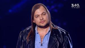 Байкер из Запорожья покинул шоу «Голос країни» после вокальной схватки с экс-финансистом - ВИДЕО