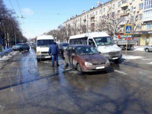 Подробности ДТП в Запорожье с маршруткой: пострадала женщина, переходившая дорогу по переходу - ФОТО, ВИДЕО