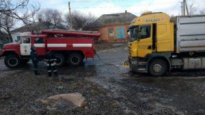 В Запорожской области грузовик съехал в кювет и перекрыл движение - ФОТО