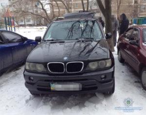 Запорожские полицейские нашли в автомобиле энергодарца наркотики и оружие - ФОТО