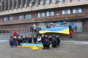 В центре Запорожья активисты провели патриотический флешмоб под названием «Крым - это Украина!» - ФОТО, ВИДЕО