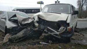 В Запорожье произошло жуткое ДТП на трассе напротив «Метро»: четверо человек госпитализированы – ФОТО