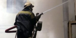 В Запорожье 19 спасателей тушили пожар в многоэтажном доме - ФОТО