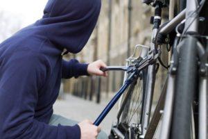 В Зaпорожской облaсти нaркомaн укрaл велосипед, но не успел скрыться от полиции – ФОТО