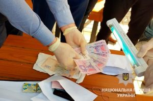 В запорожском «Макдональдсе» задержали на взятке патрульного - ФОТО