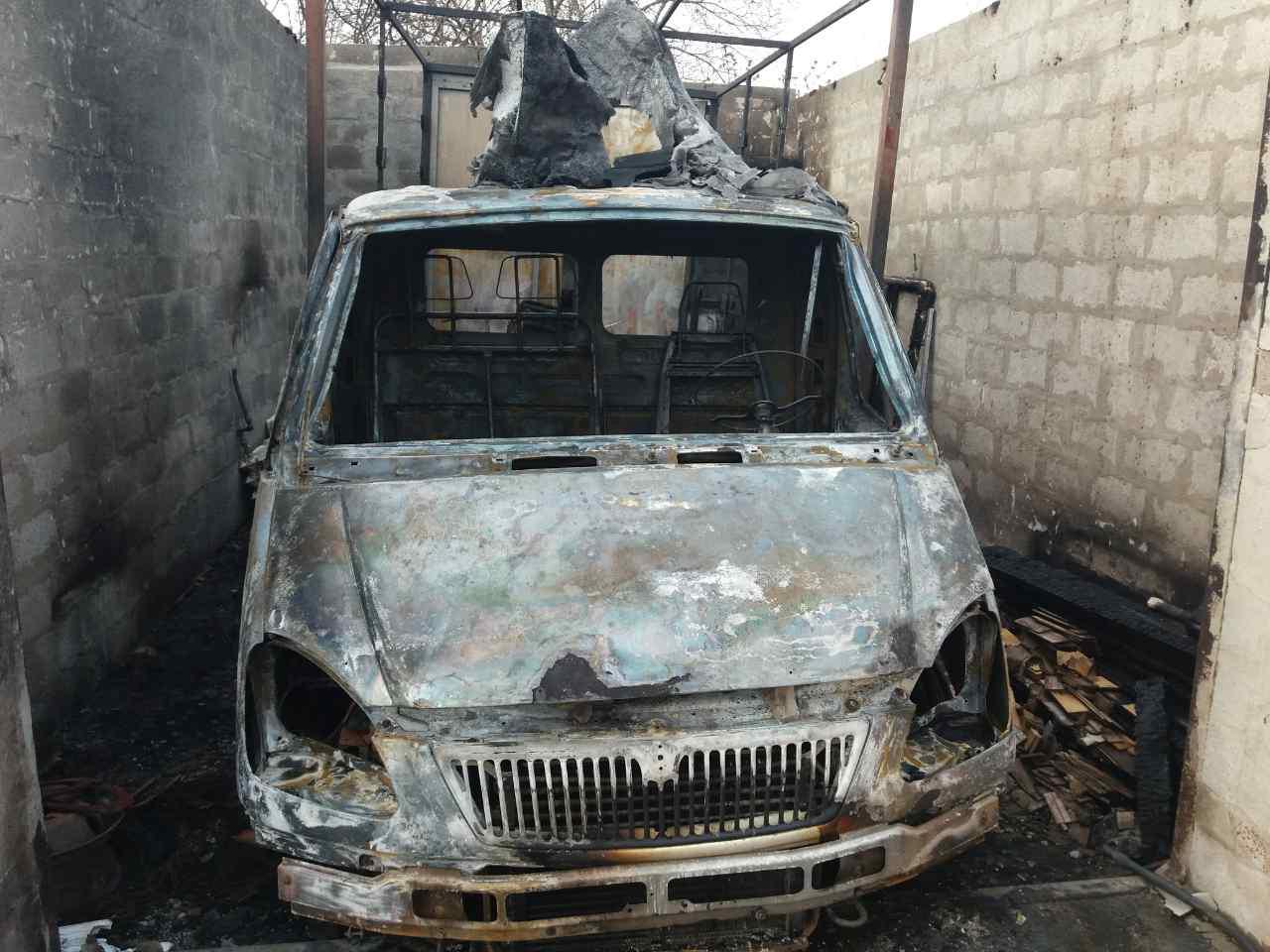 В Запорожском районе сгорел гараж вместе с