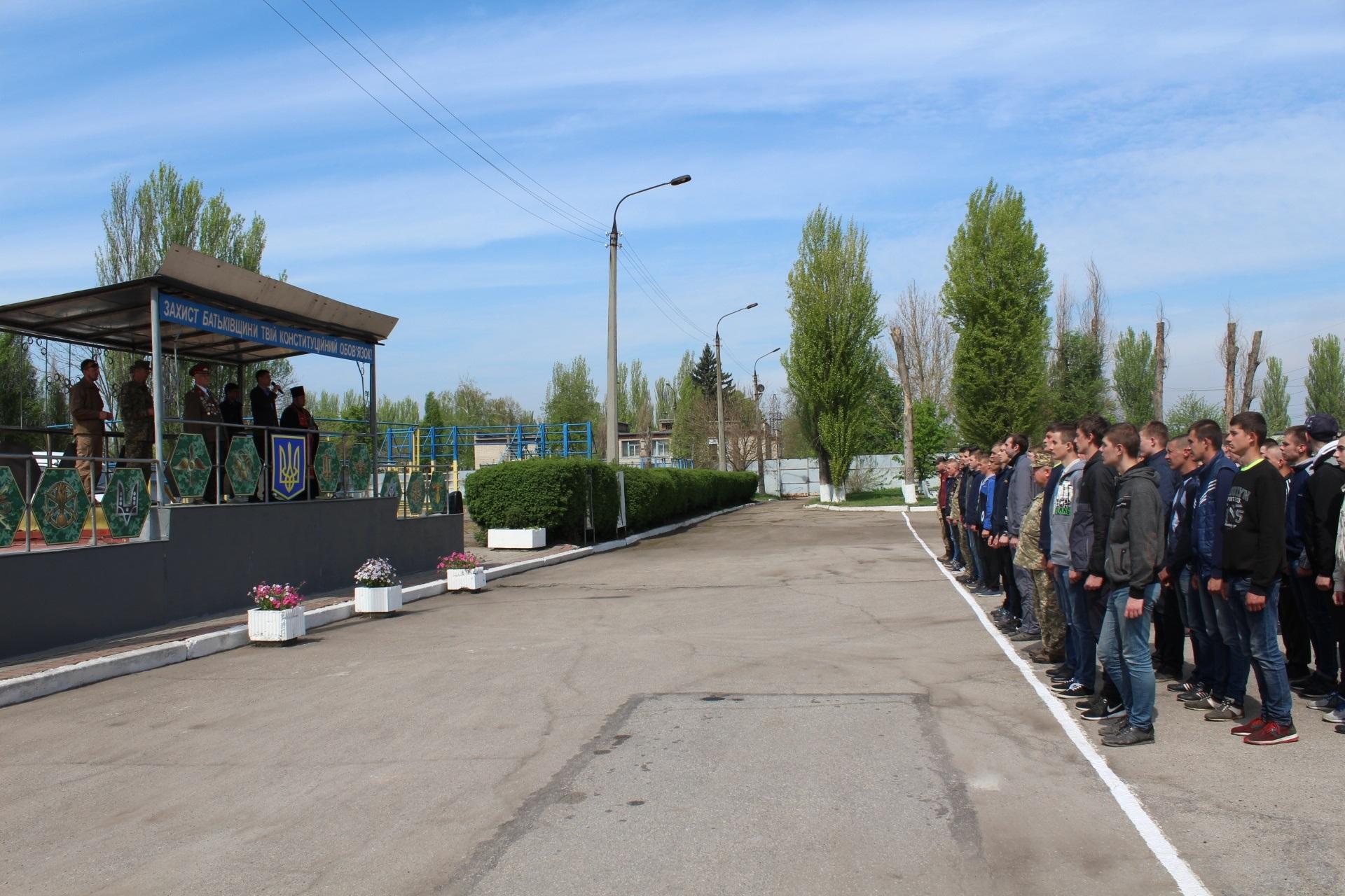 Запорожские призывники отправились служить в Президентский полк
