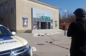 В Бердянске заминировали кинотеатр: посетителей эвакуировали - ФОТО