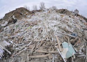 В Запорожской области обнаружили свалку с опасными отходами, которые угрожают жизни людей - ВИДЕО