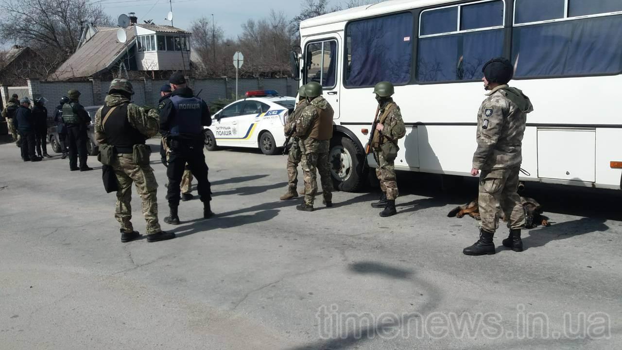 В центре Запорожья собрались вооруженные полицейские - ФОТО, ВИДЕО