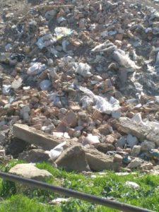 В Запорожской области спуск на реку завалили строительным мусором – ФОТО