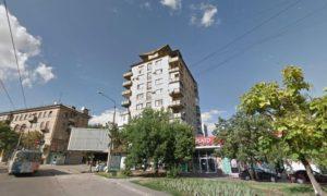 В Запорожье молодой парень на руках вынес из горящей квартиры свою мать, которая серьезно больна и прикована к постели