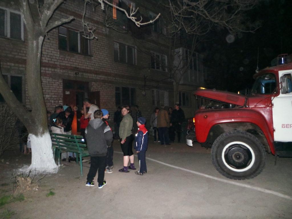 На запорожском курорте жильцам четырехэтажного дома пришлось экстренно покинуть свои квартиры - ФОТО