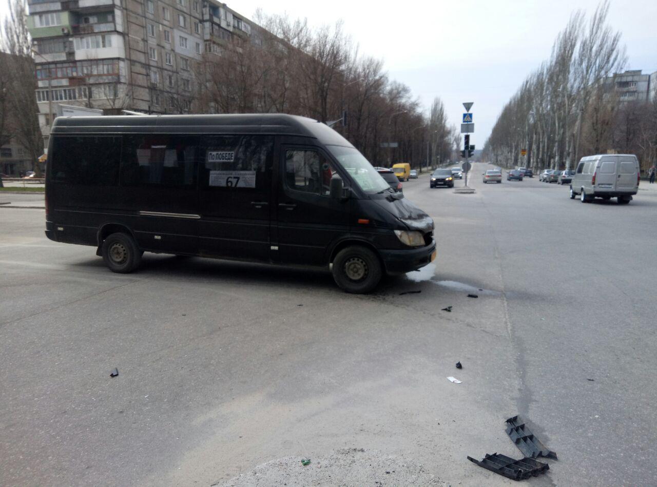 В Запорожье произошло очередное ДТП с маршруткой - ФОТО