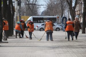 Генеральная уборка: Запорожье приводят в порядок после зимы - ФОТО