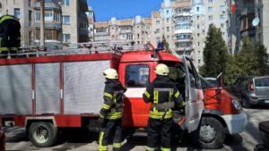 В Запорожье спасатели вытащили собаку, упавшую в глубокий колодец - ФОТО