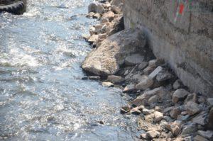 В Запорожье в два раза сократили финансирование расчистки русла реки Верхняя Хортица – ФОТО