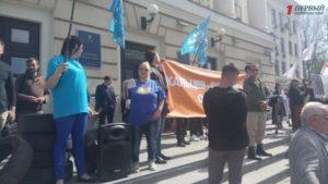 В Запорожье на митинг около горсовета организованно подвозят людей - ФОТО